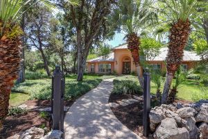 1901 Riada Dr Listing Photo